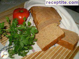 Tomato-rye bread with oregano and garlic