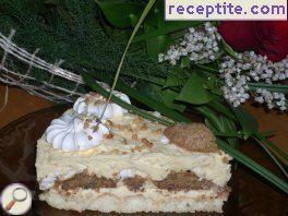 Bishkotena layered cake with macaroons and kisses