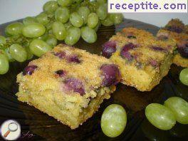 Sponge cake with grapes and white wine