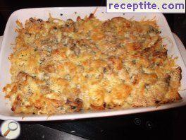 Macaroni baked with mushrooms and cream