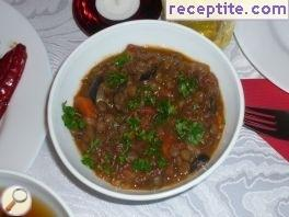Lentil stew with olives and cinnamon