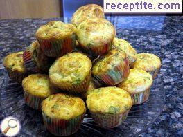 Muffins with spinach and cheese