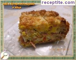 Pie with puff pastry, ham and eggs