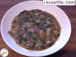 Amaranth sauce with spinach, tomatoes and mushrooms