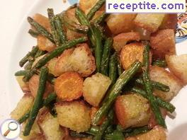 Croutons with green beans to the pan