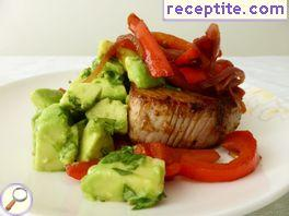 Mexican tuna with peppers and avocado salsa
