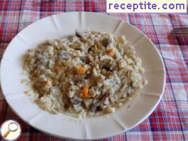 Bulgur with mushrooms and vegetables