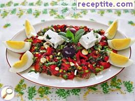 Nettle salad with red peppers
