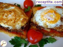 Hot sandwich with fried egg
