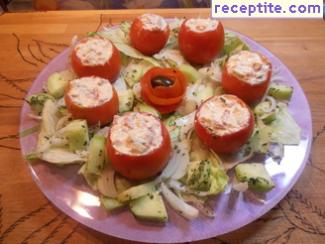 Stuffed tomatoes with peppers, eggs and cheese