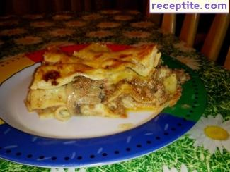 Lasagna with minced meat, tomato sauce and Bechamel