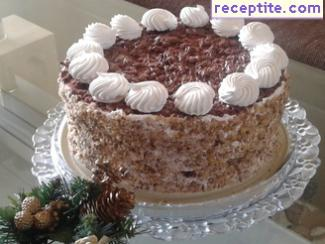 Home layered cake with biscotti