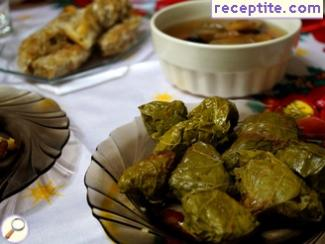 Vegan vine dolmas with lemon