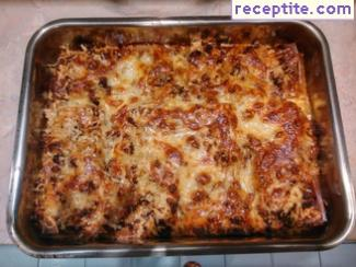 Lasagna Bolognese sauce three cheeses