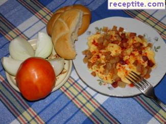Fried eggs with salo